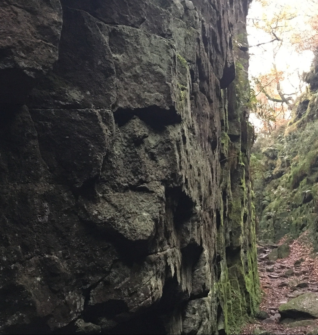 Face in the rock, Ludchurch